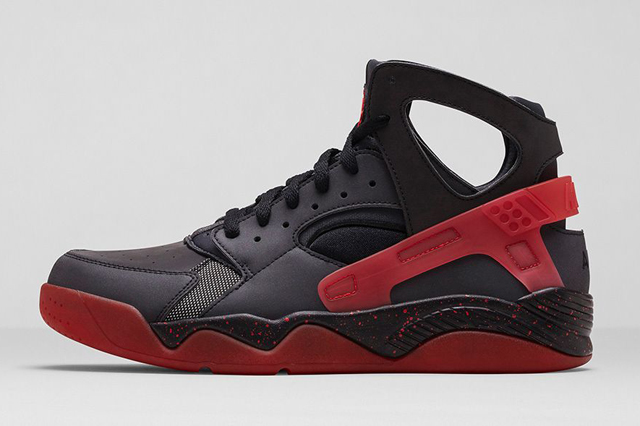 NIKE AIR HUARACHE FLIGHT BLACK CHALLENGE RED